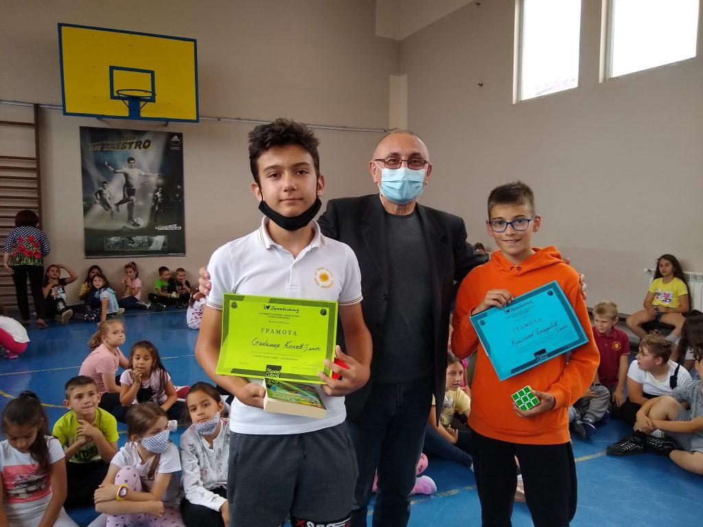 Кристиян Байдаков и Станимир Колев с нов училищен рекорд за редене на кубчето на Рубик