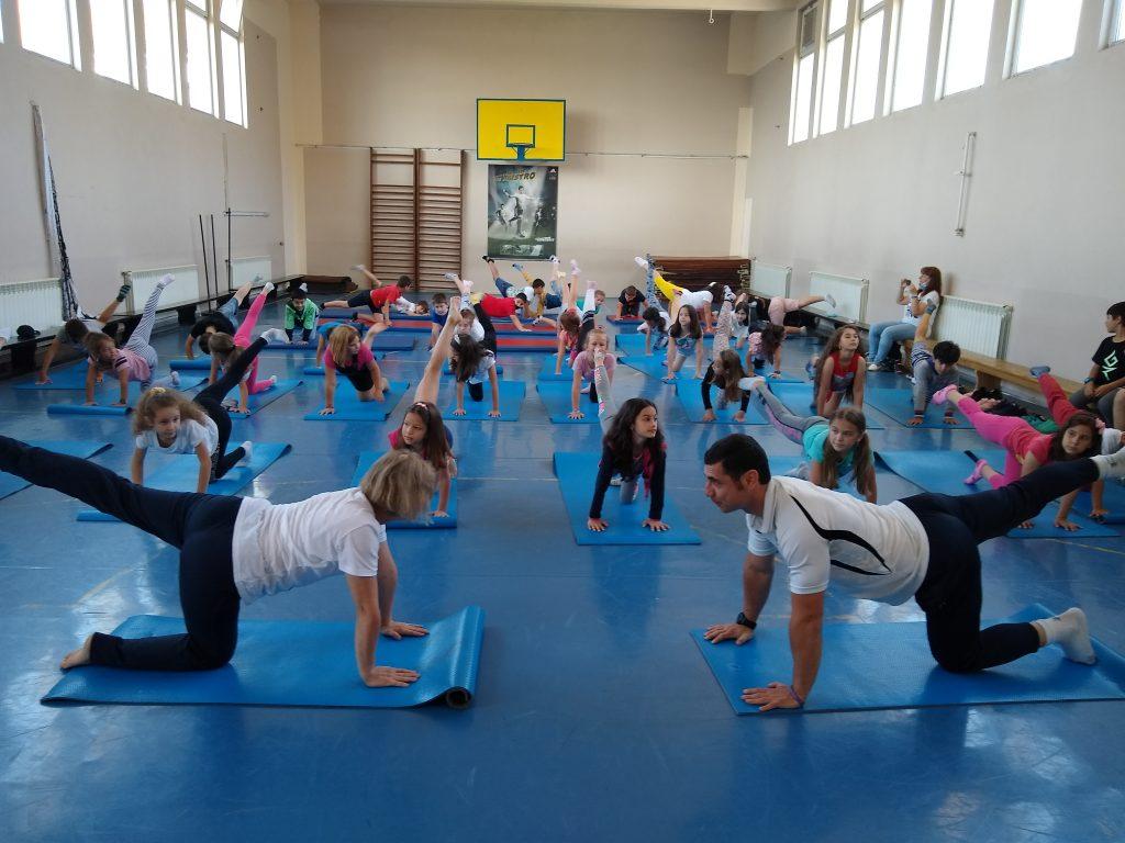 Ученици от Лятната академия  направиха първи стъпки в йога